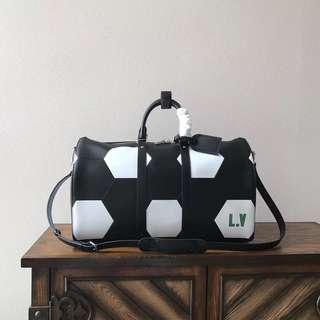 LV 旅行袋(配肩帶)50.0 x 29.0 x 22.0 cm (長 x 高 x 寬) 19.7 x 11.4 x 8.7 英吋