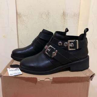 PULL&BEAR silver buckle boots
