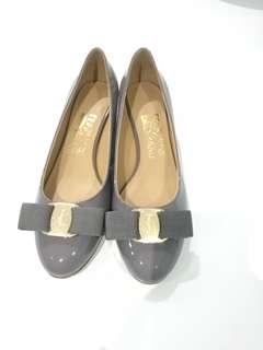 Grey pump shoes