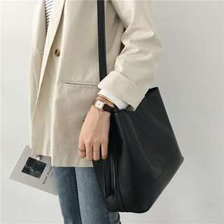 Ulzzang Collection Minimalist Messenger in Black