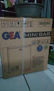 Kulkas Minibar GEA