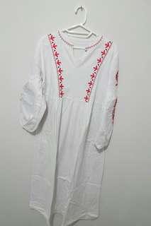 Tunik Putih Embroidery dari Fix Pose