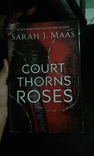 A Court of Thorns and Roses by Sarah J. Maas (Softbound)