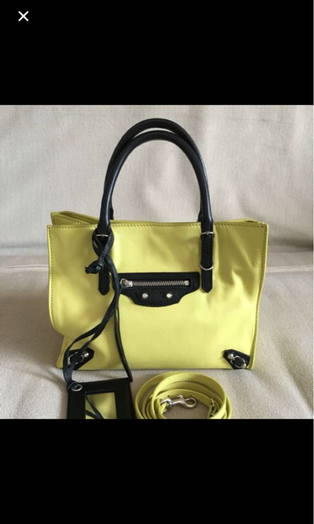 afa0a4e7c4a Balenciaga Totes A4 Papier, Women's Fashion, Bags & Wallets on Carousell