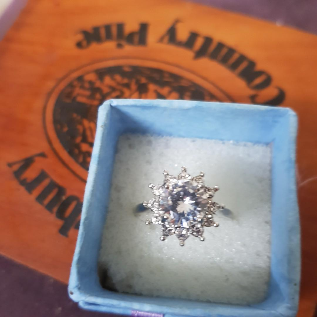 flower cz zironia ring size 9 (clearance)