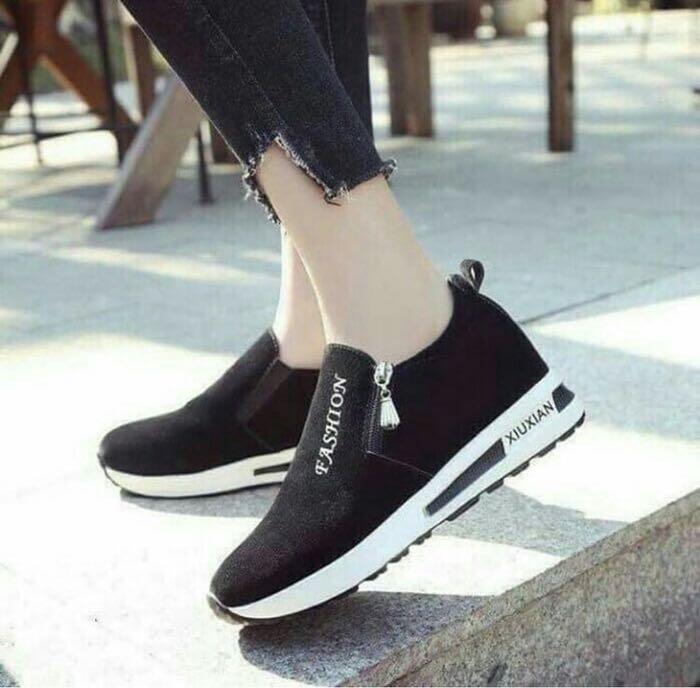 Sepatu Wanita Casual Kets hitam, Olshop Fashion, Olshop Wanita on Carousell