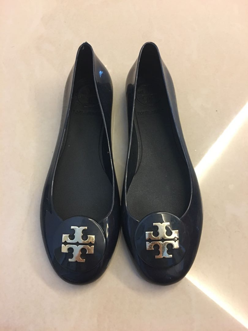c5e01bf39ca7 Tory Burch Jelly reva flat in navy with gold logo