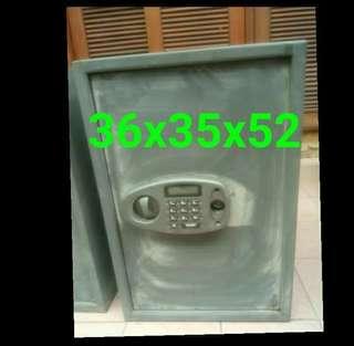🚚 保險櫃,需自行開鎖,沒鑰匙