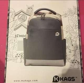 ✅靚野✅全新*迷彩 特輕學生書包 *間格好,macbook13吋都放到! *背包重量小於0.8kg! 新一年買個新書包比自己或朋友啦😆😳!