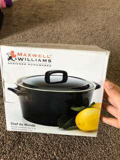 Maxwell and Williams casserole 📍new