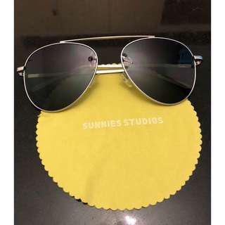 Sunnies Aviator type Sunglasses