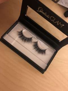 LILLY LASHES IN MIAMI- Brand New