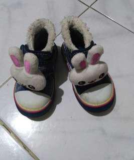 Sepatu boneka