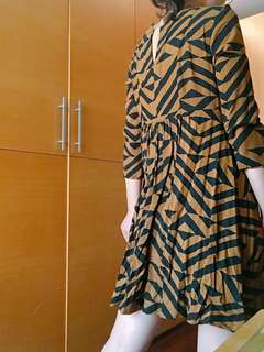 🚚 H&M 幾何傘擺裙 #女裝半價拉
