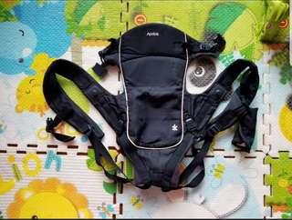 超好用 深藍色 Aprica Easy Touch Fitta  4方向嬰幼兒外出揹帶 4 ways 0-36 months 95%new like new