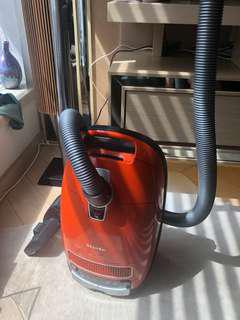 Miele vacumme cleaner s8330