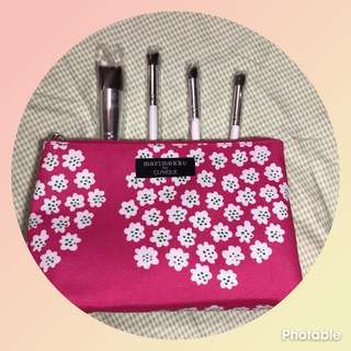 Clinique pouch with brushes