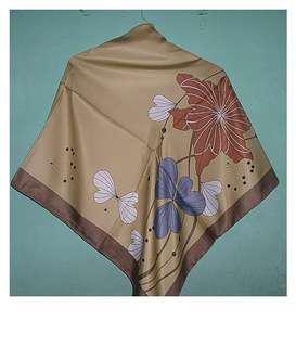 Hijab Bermotif