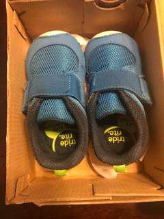 Stride rite 6W boy shoes