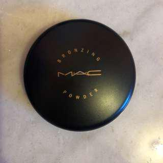 M.A.C Bronzer - Refined Golden