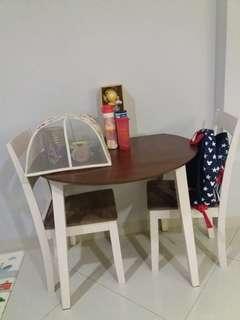 Meja makan informa