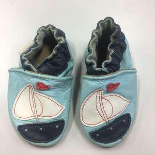 Robeez Baby Boy shoes 0-6mos