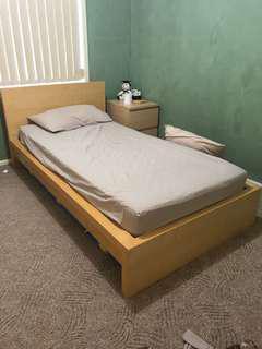 IKEA SINGLE bed and mattress