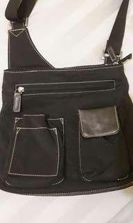 🚚 黑色斜背包