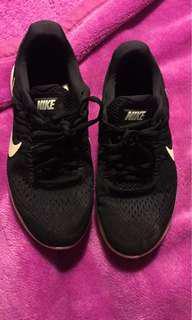Nike lunaron shoe