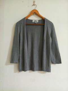 🚚 灰色小罩衫