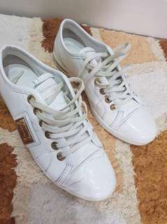 Authentic Dolce and Gabbana Metal Plate White Sneakers 💯 Original