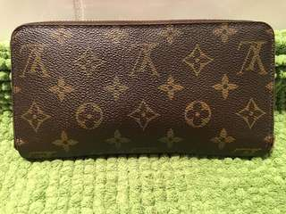 Authentic Louis Vuitton Zippy Wallet Monogram
