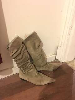 Tony Bianco Low Heeled Mid-Calf Suede Fashion Boots Size 8.5