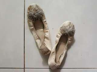 White flatshoes 40