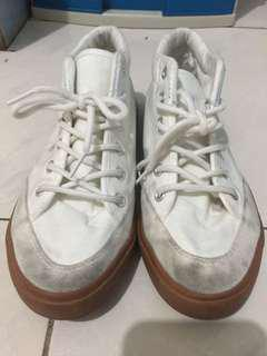 Tough Kids Cart white shoes