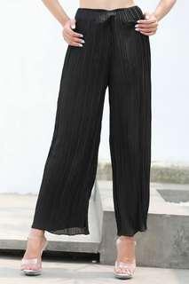 Braelyn Pants in Black