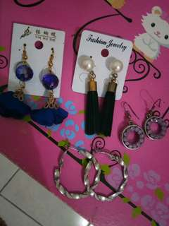 Earing / anting take all