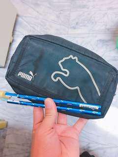 🚚 Puma 正版鉛筆袋 化妝包 附兩隻正版鉛筆