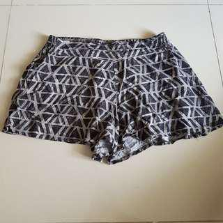 28-30 Xhilaration Shorts