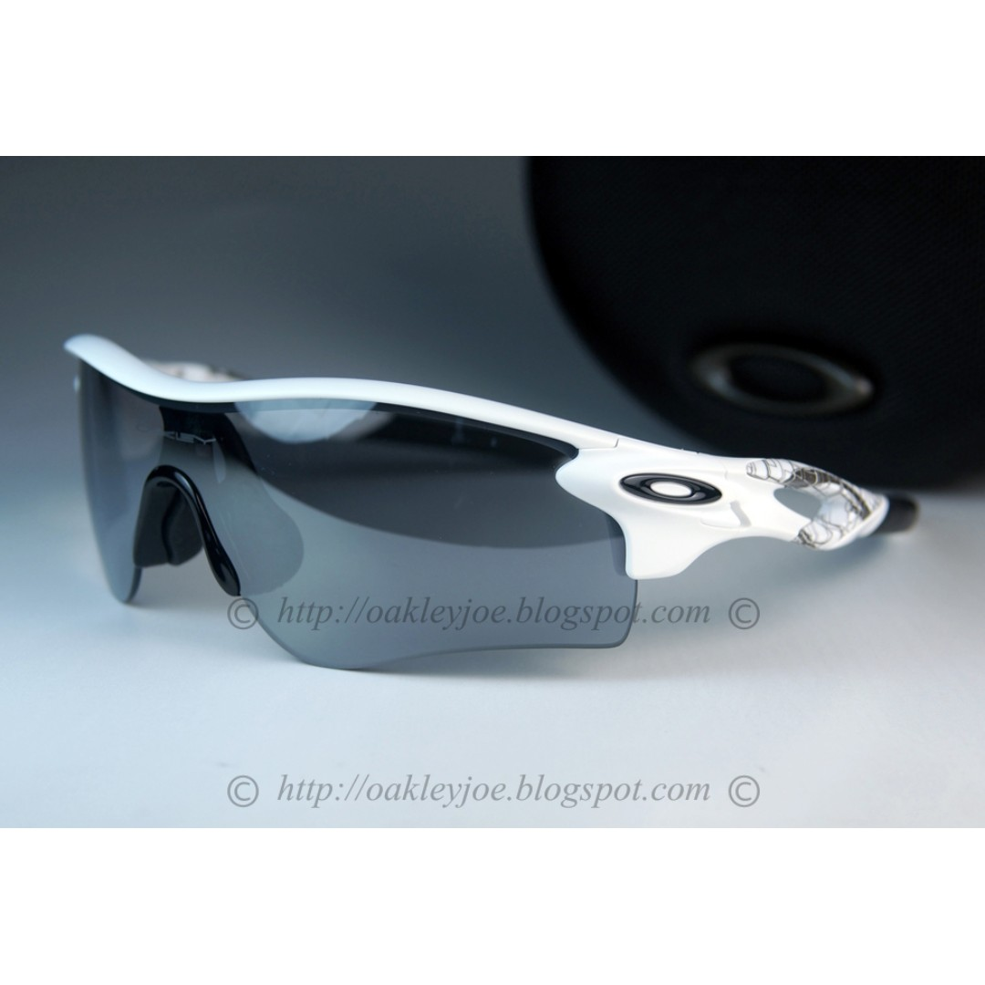 fb23dc9eb1 BNIB Oakley Radarlock Path Asian Fit matte white + slate iridium ...