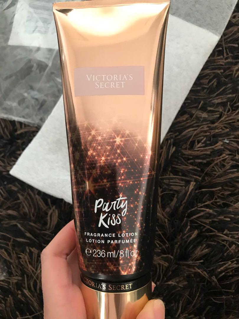VS Party Kiss