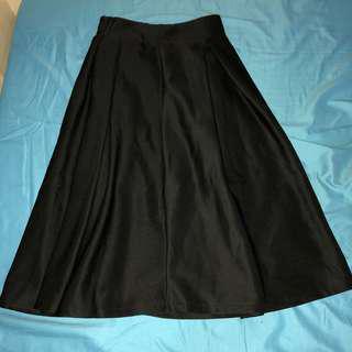 🚚 Black Midi Skirt