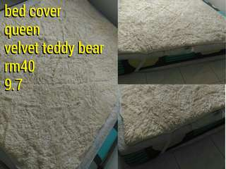 bed cover / fitted each side size queen velvet teddy bear