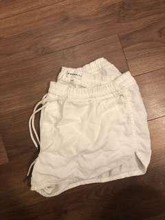 Aritizia community L shorts