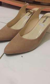 sepatu heels pendek