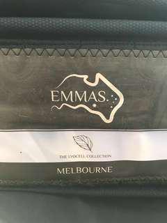 Emmas Melbourne 床榻