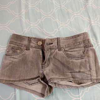 🚚 灰色牛仔短褲