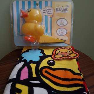 B .Duck 毛巾,Door Stopper一套