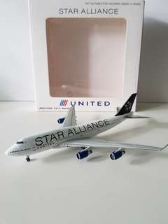 B747-400 United Airlines with Star Alliance Livery Scale 1:400