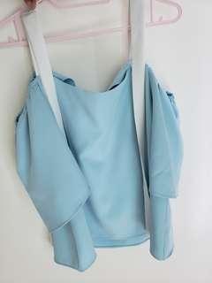 淺藍色露肩上衣